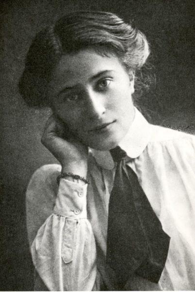 Kazimiera Iłłakowiczówna. Fotografia pochodzi z czasach studenckich (UJ), ze zbiorów Biblioteki Raczyńskich