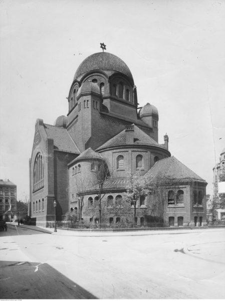 Nowa Synagoga przy ulicy Wronieckiej w Poznaniu, lata 1919–1939. Źródło: Narodowe Archiwum Cyfrowe