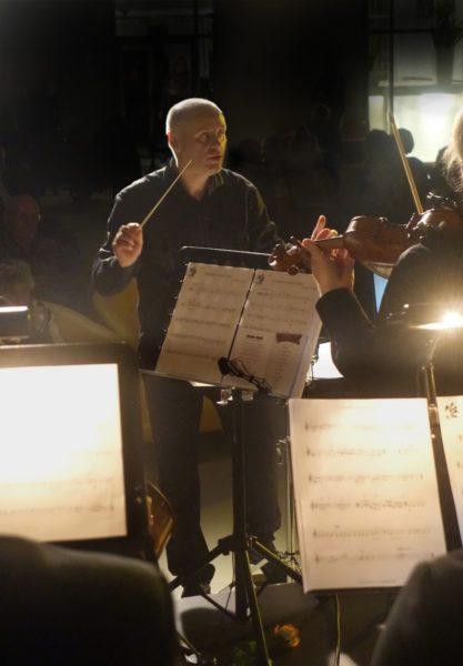 Jarosław Kordaczuk jako dyrygent, fot. Anna Bohdziewicz