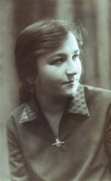 Jolenta Bogaczykówna w okresie gimnazjalnym, ok. 1927 roku. Ilustracja z rodzinnych albumów i zbiorów Marcina Brzezińskiego