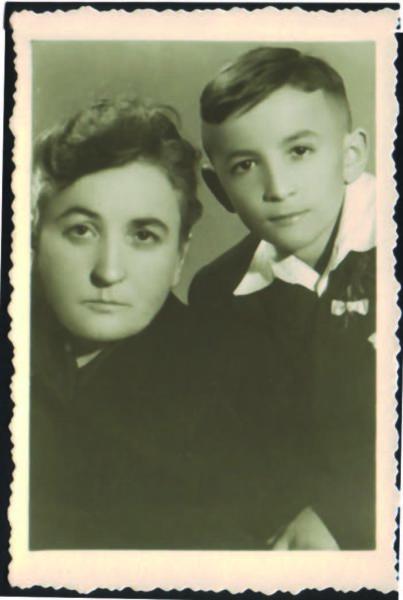 Jolenta Brzezińska z synem Marcinem, Czempiń, 1950 roku, Ilustracja z rodzinnych albumów i zbiorów Marcina Brzezińskiego