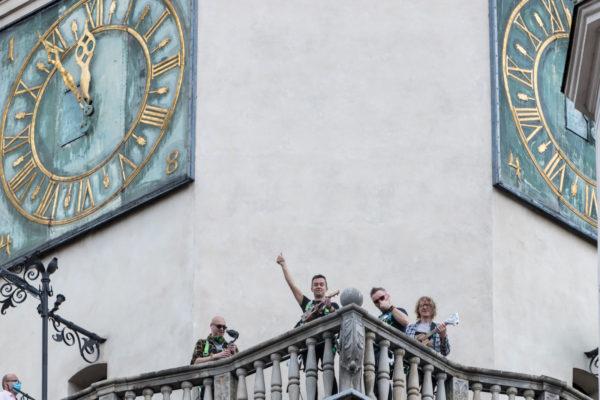 Koncert Pierwszej Poznańskiej Niesymfonicznej Orkiestry Ukulele, poznański ratusz, 2020, fot. z archiwum Festiwalu Cały Poznań Ukulele