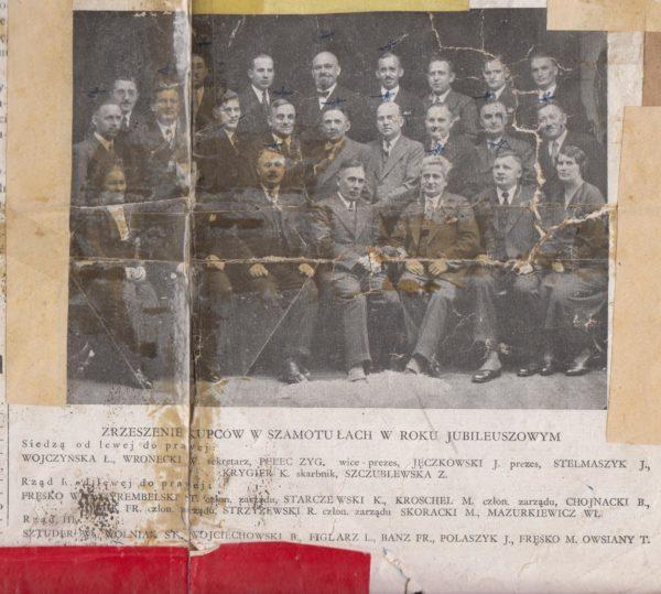 Mocno zniszczony egzemplarz Gazety Szamotulskiej z listopada 1935, zdjęcie z okazji 25 lecia Zrzeszenia Kupców, fot. Muzeum Zamek Górków w Szamotułach