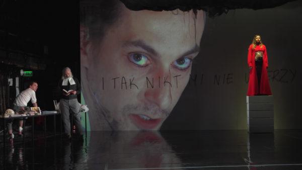 Odwołana ze względu na pandemię marcowa premiera spektaklu pt. I tak nikt mi nie uwierzy odbyła się w Teatrze im. Aleksandra Fredry w Gnieźnie 19 czerwca 2020