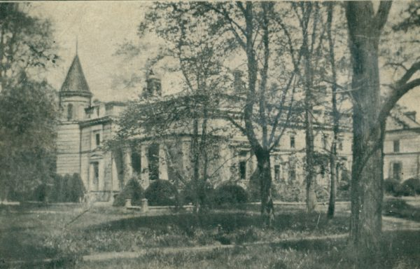 Pałac w Oporowie, pocztówka wydana międy 1918-1939, fot. Polona