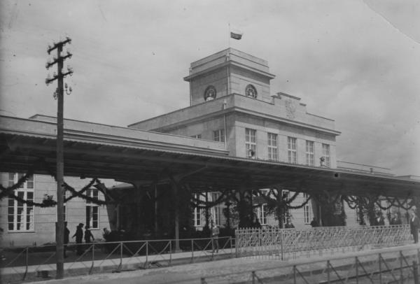 Dworzec w Zbąszyniu w roku 1929, fot. Narodowe Archiwum Cyfrowe