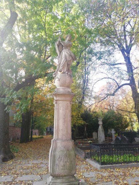 Kolumna i figura Matki Boskiej na Cmentarzu Zasłużonych Wielkopolan, fot. M. Dachtera