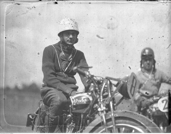 Michał Nagengast na motocyklu Rudge, 1935 r. fot. ze zbiorów NAC