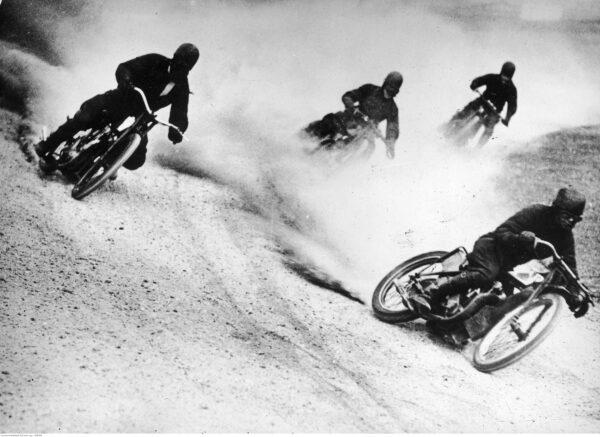 Wyścigi motocyklowe w Sydney 1935 r., fot. ze zbiorów NAC