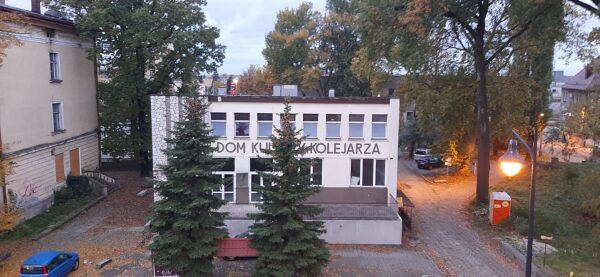 Dom Kultury Kolejarza. Październik 2020. Fot. M. Gołembka