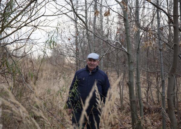 Henryk Cegielski w miejscu gdzie stał jego dom, Goranian, fot. D. Lelonek