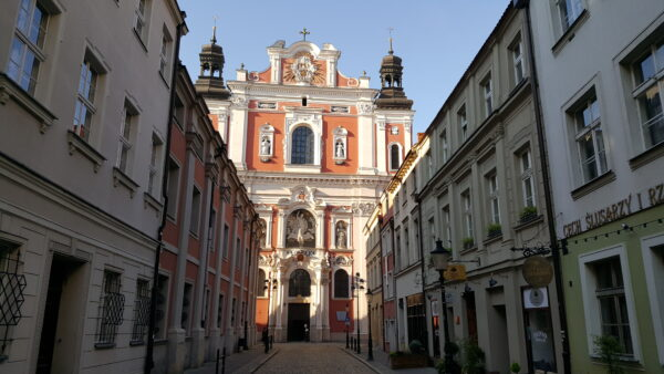 Widok z ul. Świętosławskiej na Farę, fot. Aleksandra Waraczyńska