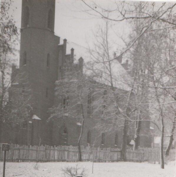 Zdjęcie kościoła ewangelickiego w Szamotułach z lat 50. XX wieku, fot. ze zbiorów Muzeum Zamek Górków