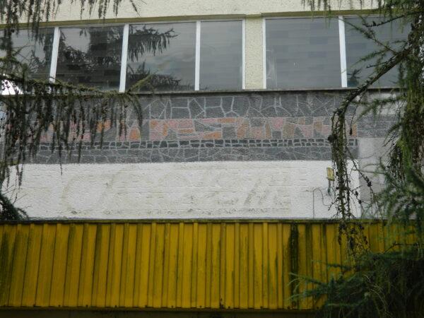 Mozaika z napisem Społem oraz SDH poleca konfekcje galanterię i obuwie, fot. M. Gołembka