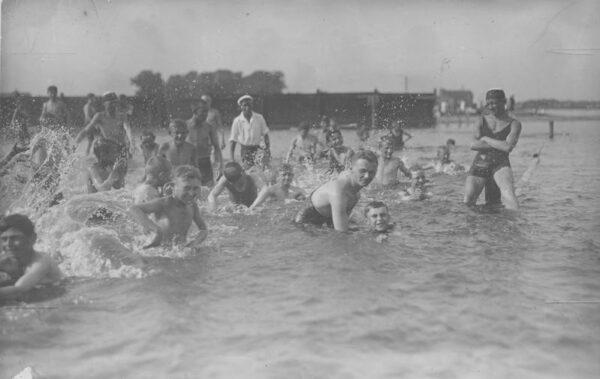 Poznań, plaża nad Wartą 1927, fot. Narodowe Archiwum Cyfrowe