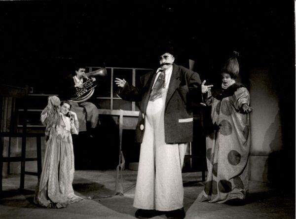 """Spektakl """"Wielkoludy"""" 1990, fot. R. Lis"""
