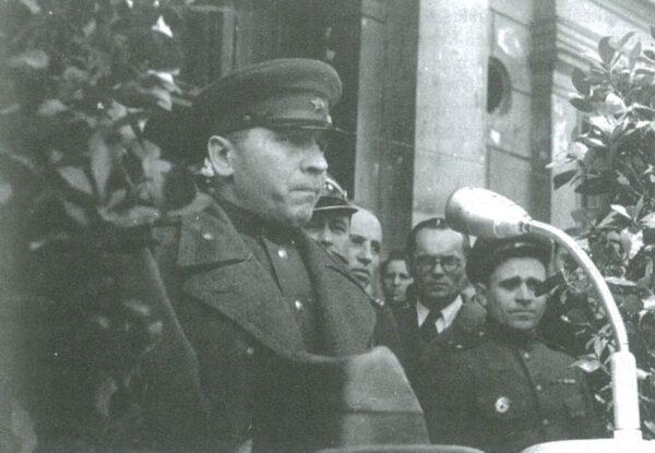 """Nikołaj Smirnow, fotografia pochodzi z książki Krzysztofa Stryjkowskiego """"Poznań 1945"""""""