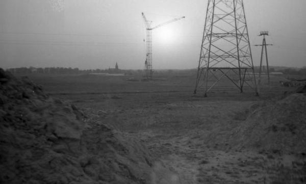 Początek budowy pierwszego bloku, fot. Wirtualne Muzeum Fotografii Kalisza
