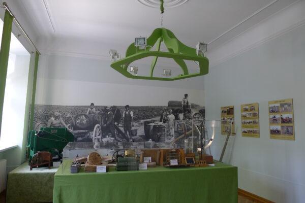 Niewielka ekspozycja poświęcona historii uprawy i hodowli roślin zlokalizowana w pałacu w Kopaszewie, fot. Emilian Prałat