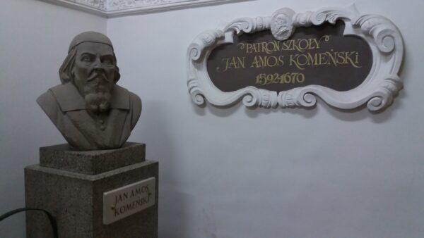 Popiersie Komeńskiego w Zespole Szkół Ekonomicznych w Lesznie, fot. M. Gołembka